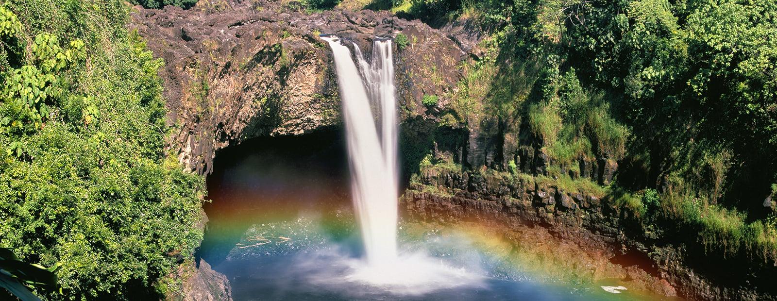 Hilo-Hawaii-Big-Island-Waterfall