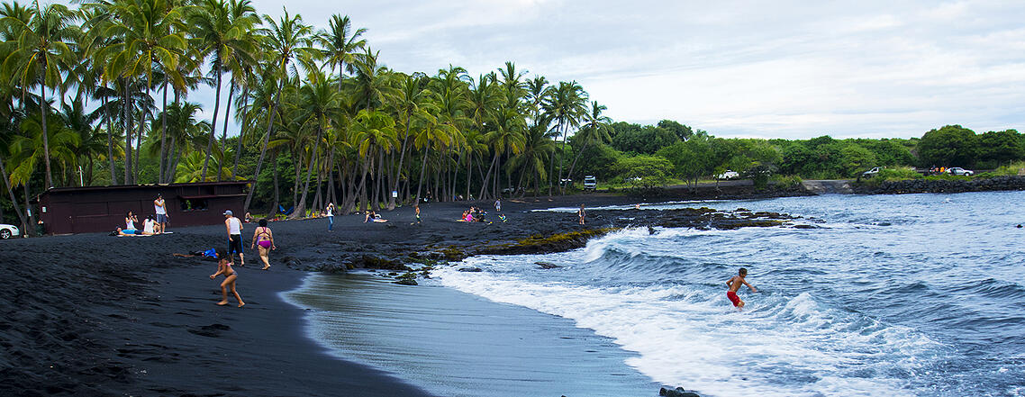 black-sand-beach-hawaii-1