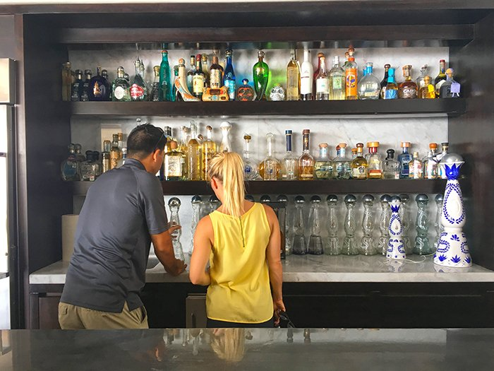 exotic_estates_cabo_villa_inspections_jenn_glenn_cabo_cabo_villa_white_rock_bar